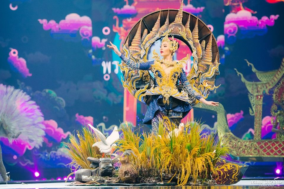 Black crabs, tuk tuks and plates of Pad Thai - Miss Grand Thailand costume competition   News by Thaiger