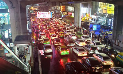 Bangkok gets a peak hour battering | Thaiger