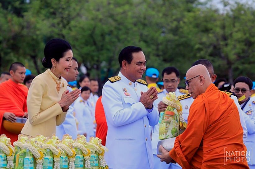 Thais across the country commemorate HM the King's birthday | News by Thaiger