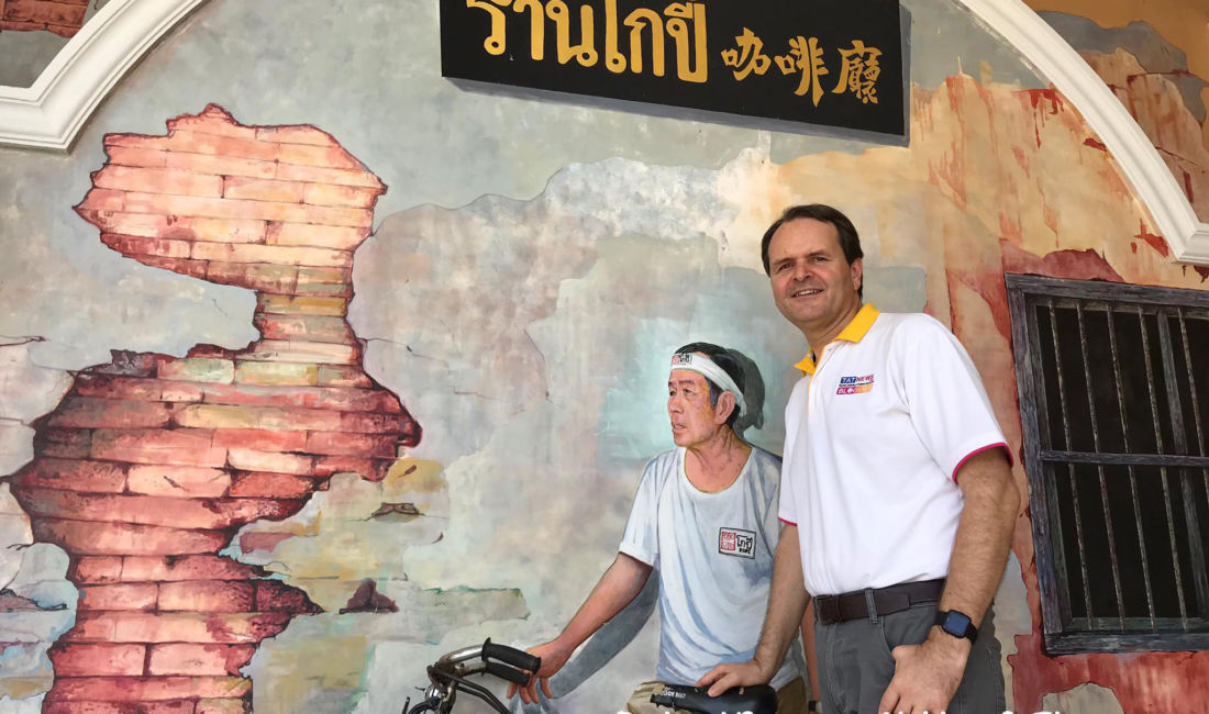 Popular Thai expat blogger shares problems renewing visa | The Thaiger