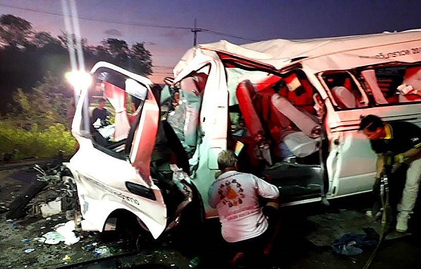 11 die in early morning passenger van collision in Sa Kaew | News by Thaiger