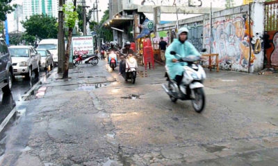 Motorbike riders on Bangkok sidewalk told where to go | Thaiger
