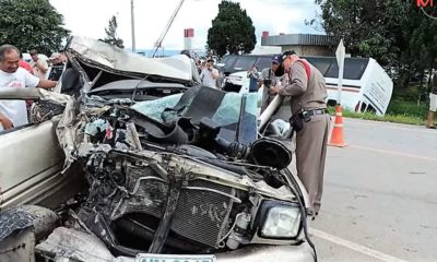 Chiang Rai collision kills truck driver, injures several Chinese tourists | Thaiger