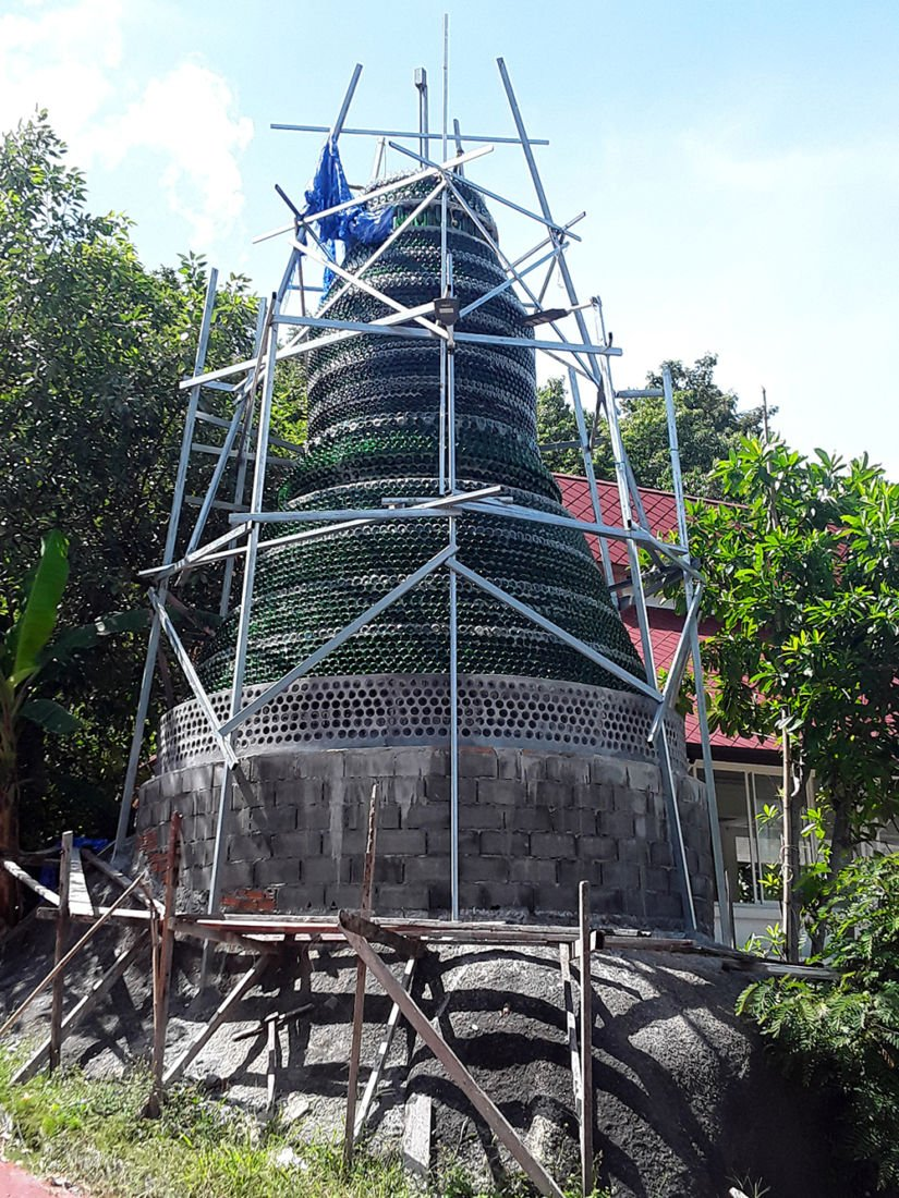 Monk builds Buddhist pagoda on Koh Pha Ngan out of beer bottles | News by Thaiger