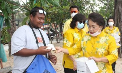 Patong Mayor hands out useless, cheap face-masks   Thaiger