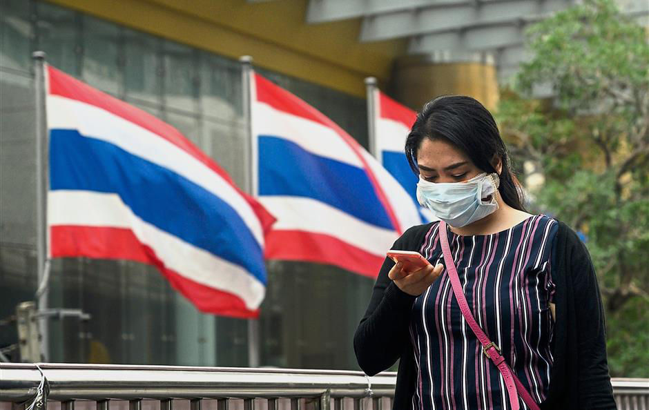 Officials hand out face masks whilst southern Thailand, Malaysia, Singapore choke   Thaiger