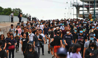 Roadblocks disrupt traffic to Hong Kong airport in a weekend of violence | The Thaiger