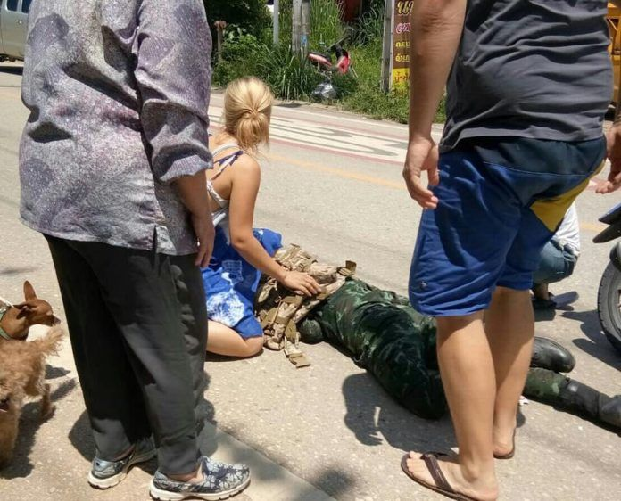 Foreign tourists stop to help Chiang Dao local after motorcycle incident | News by Thaiger