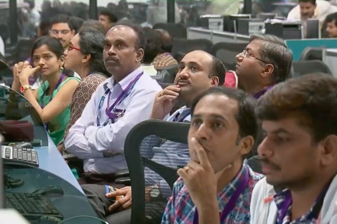 India's moon mission control loses contact with spacecraft during landing   Thaiger