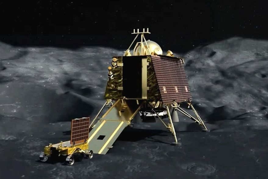 India's moon mission control loses contact with spacecraft during landing   News by Thaiger