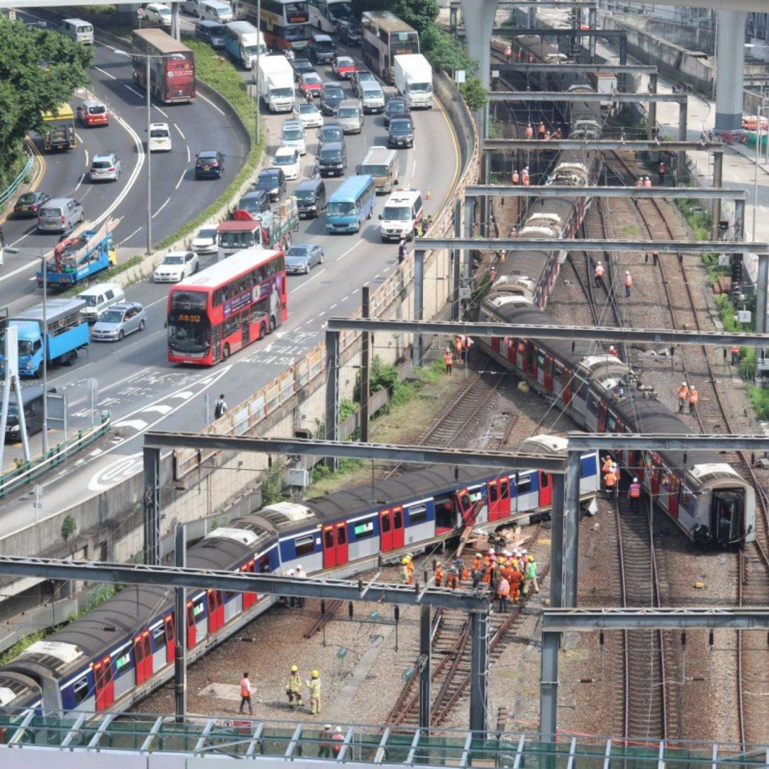 Hong Kong train derails during morning peak   News by Thaiger