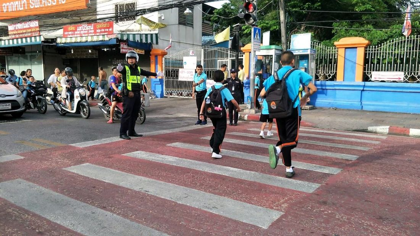 Thai police get tough on drivers at pedestrian crosswalks in Pattaya   Thaiger