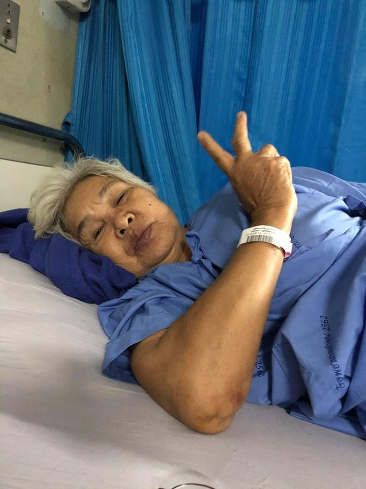 74 year old woman injured in motorbike hit-and-run in Lamphun | News by Thaiger