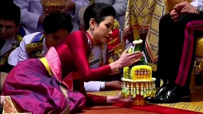 Hoàng quý phi Thái Lan vừa bị phế truất: Tương lai nào phía trước? | News by Thaiger