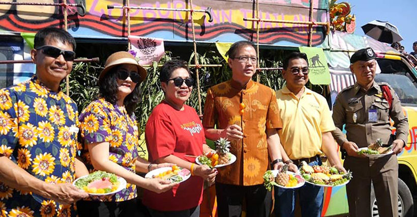 Gin khao! Annual monkey buffet in Lopburi Province | News by Thaiger