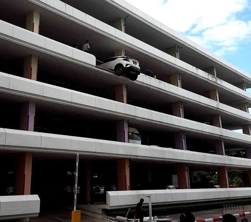 Thai driver nearly sends car into reverse plunge from fourth floor of car park | News by Thaiger