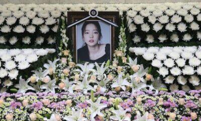 Các sao và người hâm mộ đau buồn đến viếng Goo Hara | The Thaiger