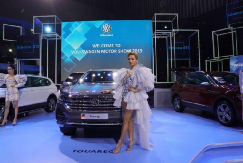 """2 xe Volkswagen có bản đồ """"đường lưỡi bò"""" trong triển lãm ô tô tại Việt Nam bị tịch thu   News by Thaiger"""