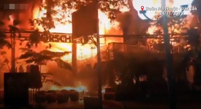 Buôn Ma Thuột: Quán bar bị lửa thiêu rụi hoàn toàn   News by Thaiger