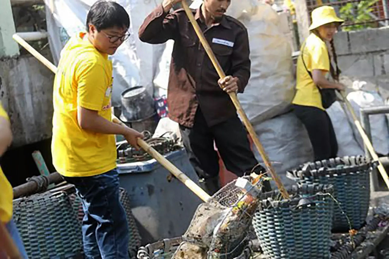 80% of garbage in the sea comes from the waterways of Thailand's cities and towns | The Thaiger