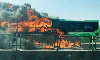 Thanh Hóa: Xe khách bốc cháy nghi ngút, hành tháo chạy thoát thân | The Thaiger