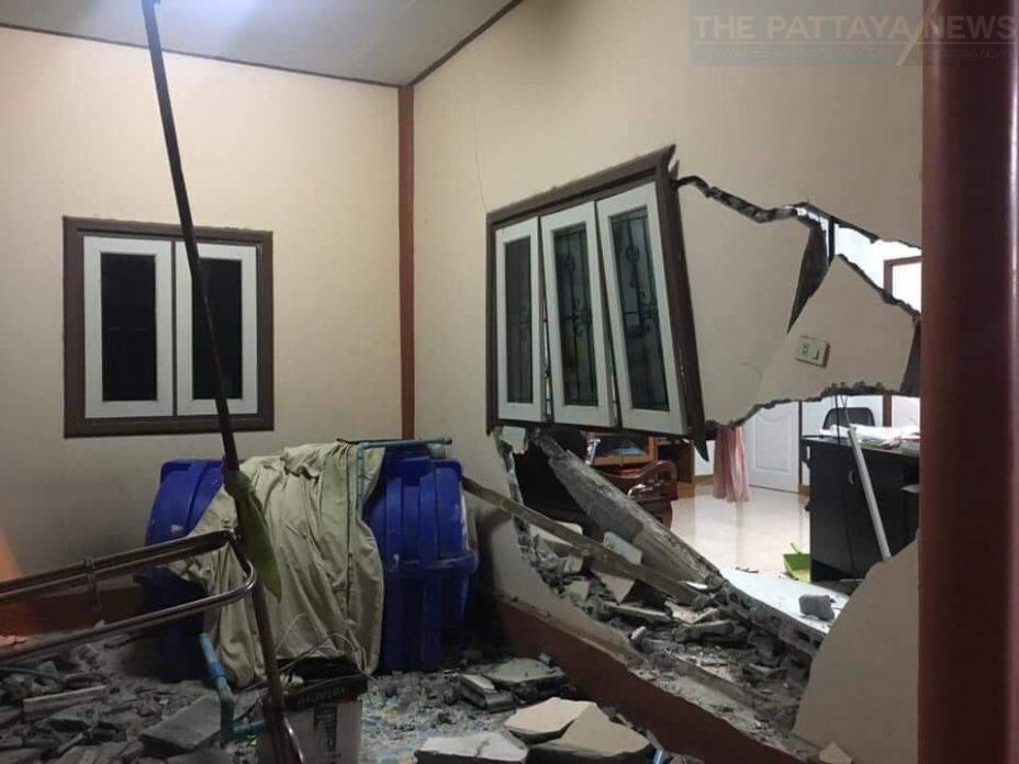 Foreigner crashes pickup truck into Chonburi house, speeds away - VIDEO | News by Thaiger