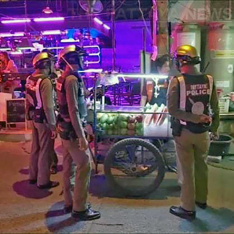 Vietnamese illegal street vendors' knife fight shocks tourists in Pattaya | News by Thaiger