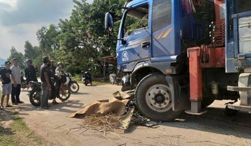 Nam thanh niên bị xe tải đâm chết tại chỗ khi đang trên đường đi đón mẹ | News by Thaiger