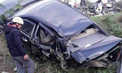 Hà Tĩnh: Hai xe ô tô tông nhau đâm xuống ruộng, 4 người đi cấp cứu | Thaiger