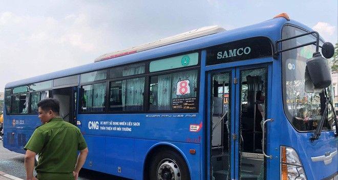 TP HCM: Xe buýt chở nhiều sinh viên, học sinh bị côn đồ dùng hung khí tấn công | News by Thaiger