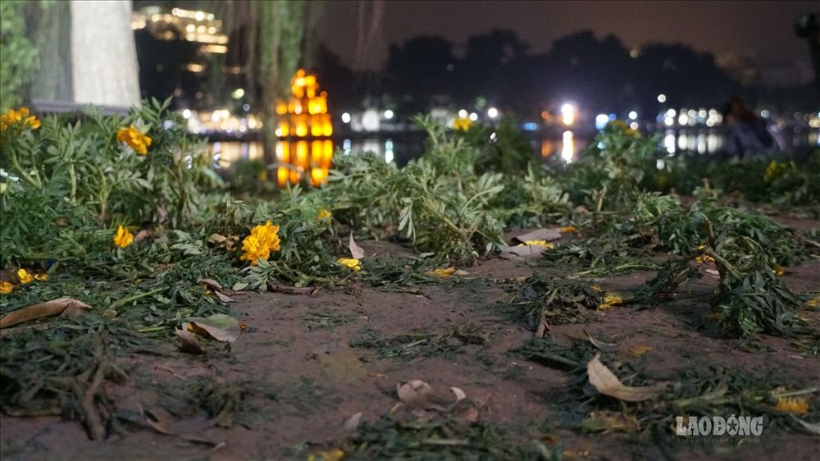 Hồ Gươm tan hoang sau màn countdown chào năm mới | News by Thaiger