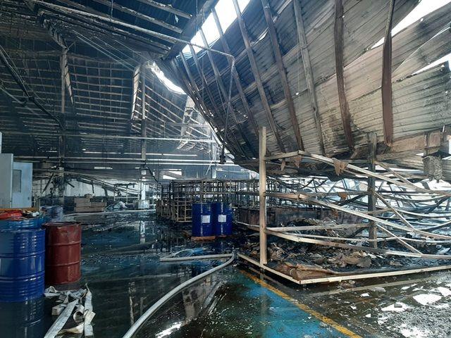 Bình Dương: Hơn 2.000 m2 nhà xưởng cháy rụi sáng 28 Tết | News by Thaiger