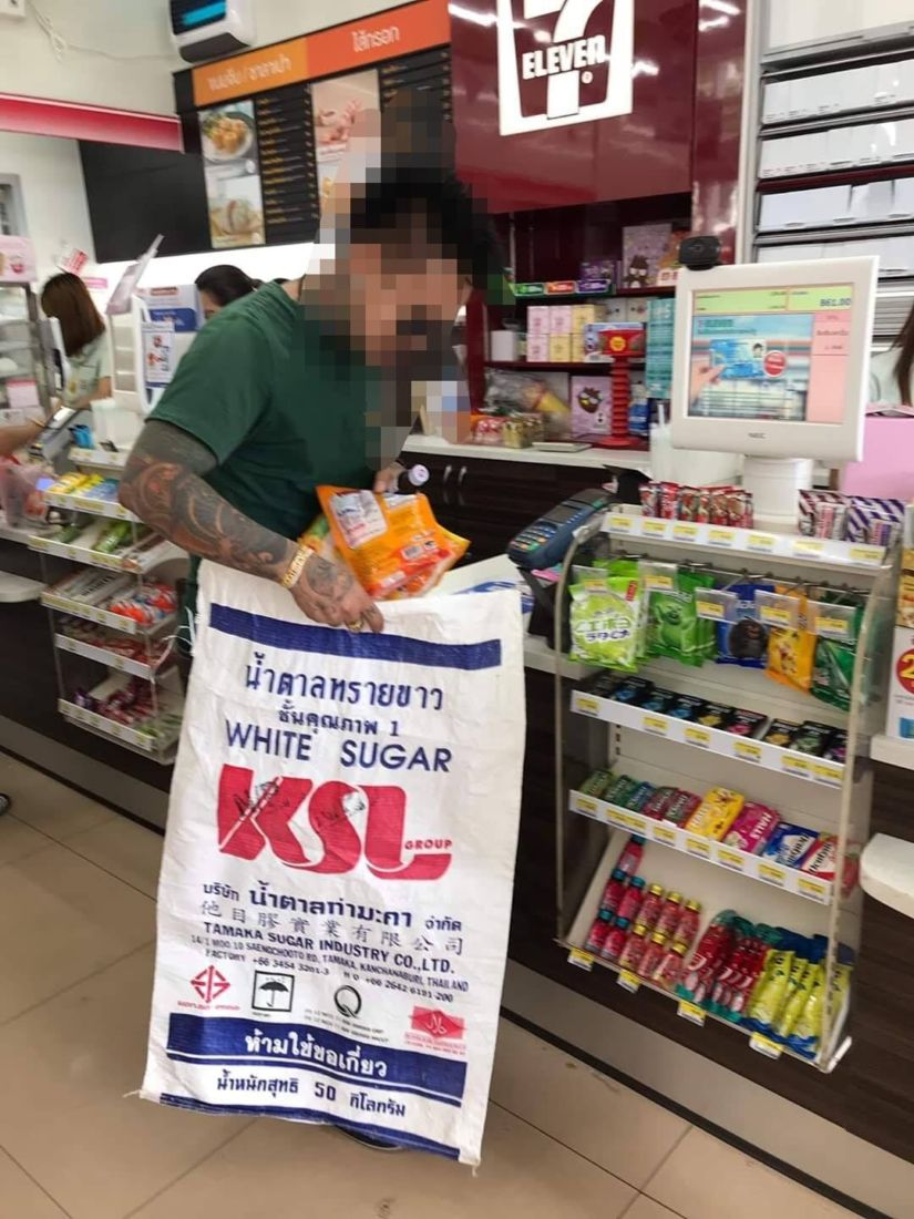 Thai shoppers get resourceful to deal with the plastic bag ban | The Thaiger
