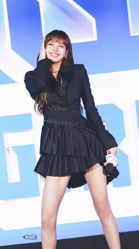 """Làm cô giáo dạy nhảy, Lisa lên hot Weibo sau họp báo """"Thanh xuân có bạn 2""""   News by Thaiger"""