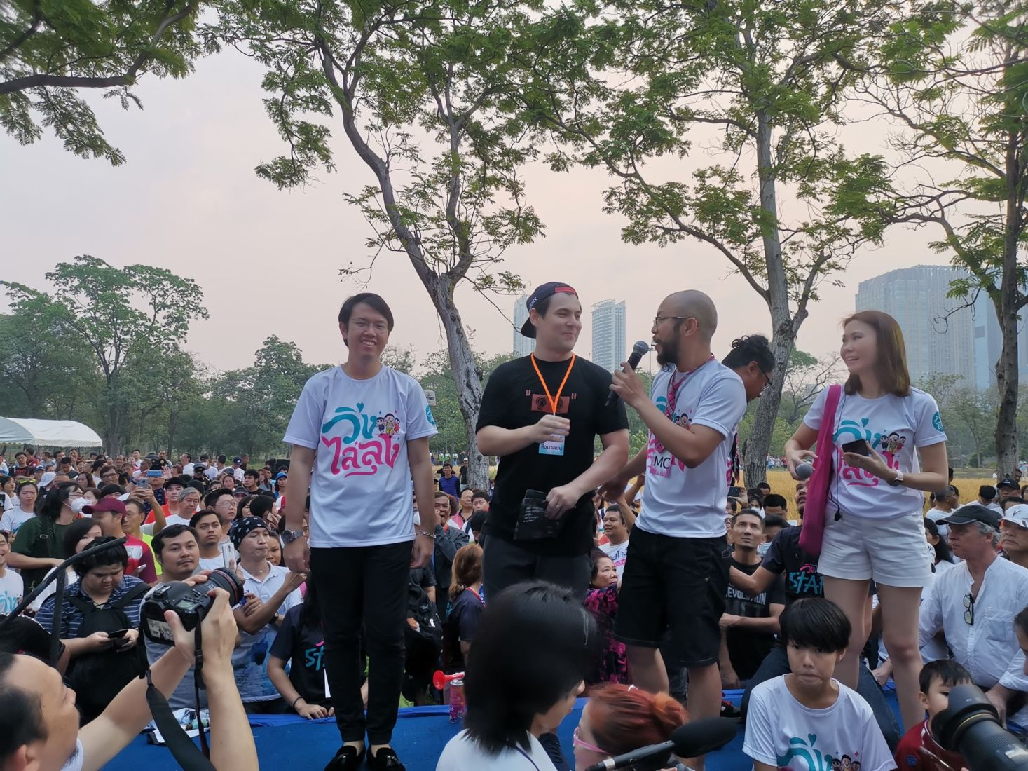 Thousands gather for this morning's protest running event in Bangkok | News by Thaiger