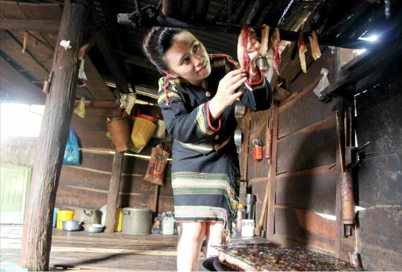 Thịt khô gác bếp ngon nức nở của người Tây Nguyên dịp Tết   News by Thaiger