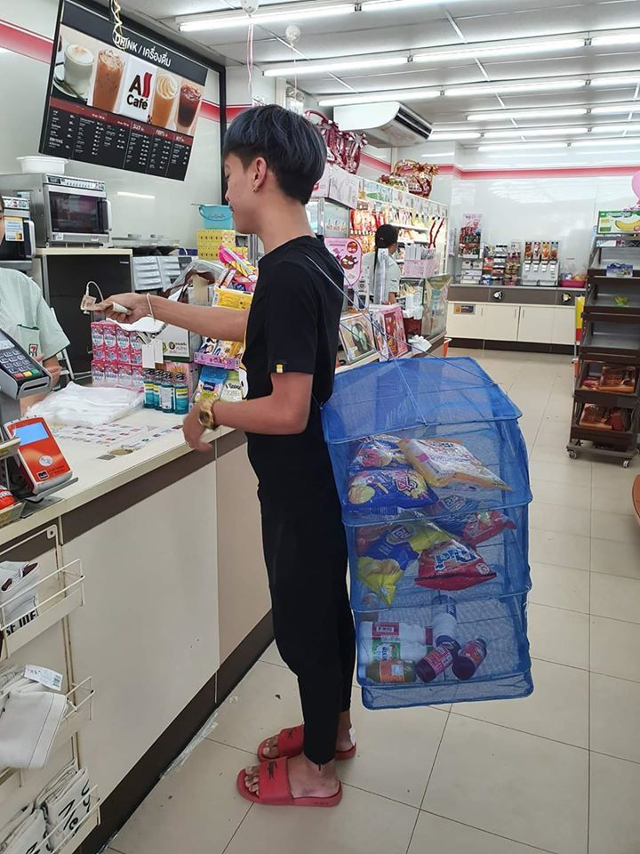 Thai shoppers get resourceful to deal with the plastic bag ban | News by The Thaiger
