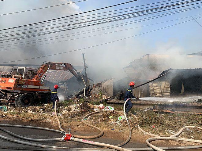 Bình Dương: Cháy lớn tại xưởng gỗ   News by Thaiger
