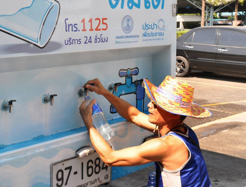 Bangkok authorities roll out the water trucks for free drinking water   News by Thaiger
