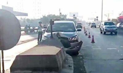 Ôtô bị 'chẻ đôi' sau cú tông vào trạm thu phí | The Thaiger