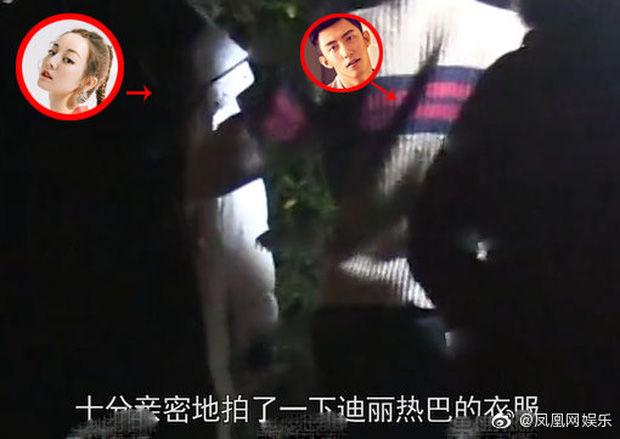 Địch Lệ Nhiệt Ba và Hoàng Cảnh Du lộ ảnh qua đêm phim giả tình thật   News by Thaiger
