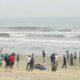 Hà Tĩnh: Hai nam sinh bị sóng biển cuốn chưa tìm thấy thi thể | The Thaiger