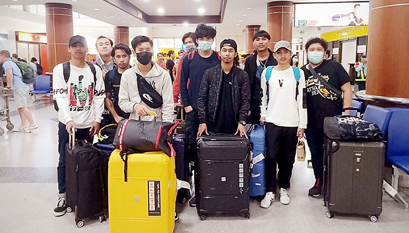 Welcome home – 17 Surat Thani students return from Hubei, China   Thaiger