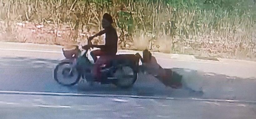 Chon Buri sugarcane vendor dragged behind motorbike after thief steals his phone | Thaiger