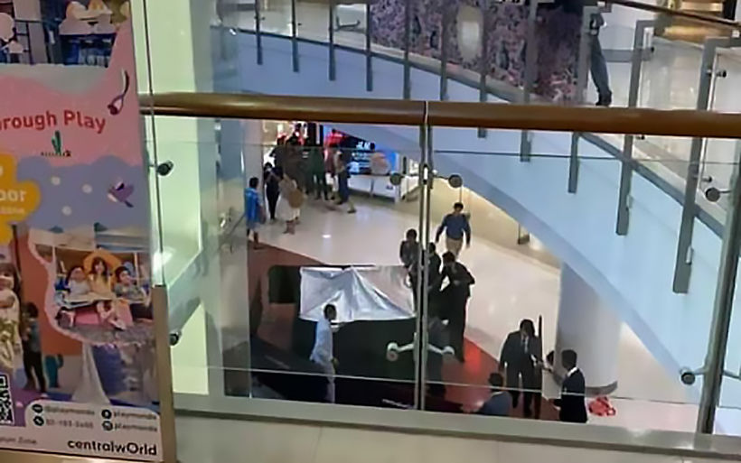 Schoolboy survives 3rd floor fall from escalator in Bangkok mall | News by Thaiger