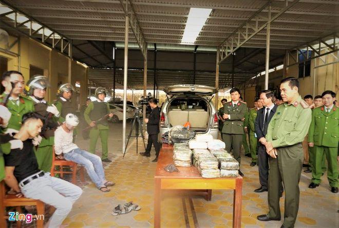 Hà Tĩnh: Vây bắt xe Innova chở 45 kg ma túy | News by Thaiger