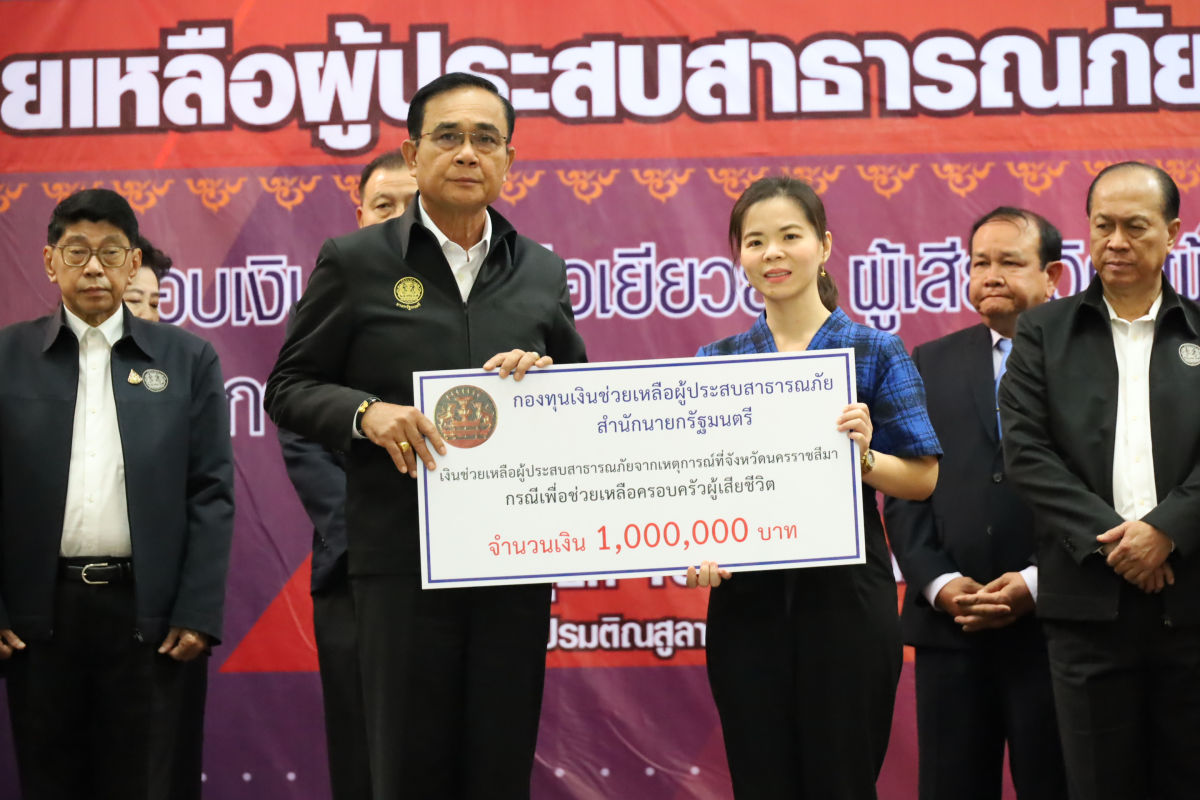 Prayut visits Korat, offers compensation to shooting victims, families | News by Thaiger