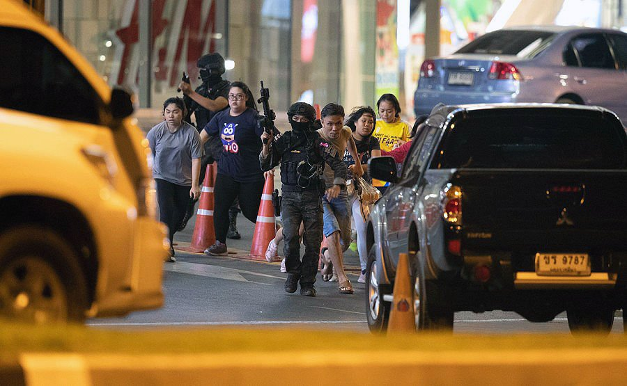 Gunman killed in Korat shopping centre - 25 dead, more than 40 injured | News by Thaiger