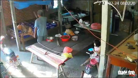 Tiền Giang: Cặp vợ chồng bạo hành mẹ già 88 tuổi | News by Thaiger