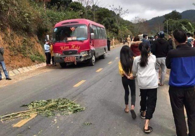 Sơn La: Va chạm với xe khách khiến 3 người trong một gia đình tử vong | News by Thaiger